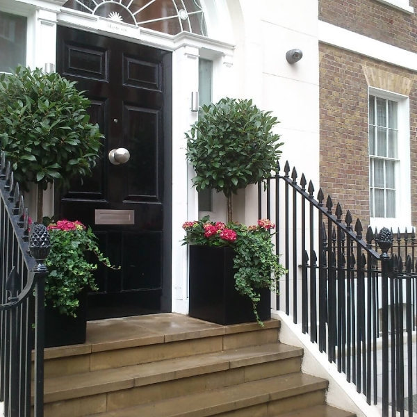 Front door planters