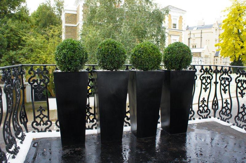 contemporary planters outdoor planters designer planters rh londonplanters co uk Modern Outdoor Planters Round Contemporary Outdoor Planters
